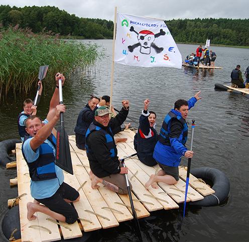 Team hat erfolgreich ein Floß gebaut in Berlin